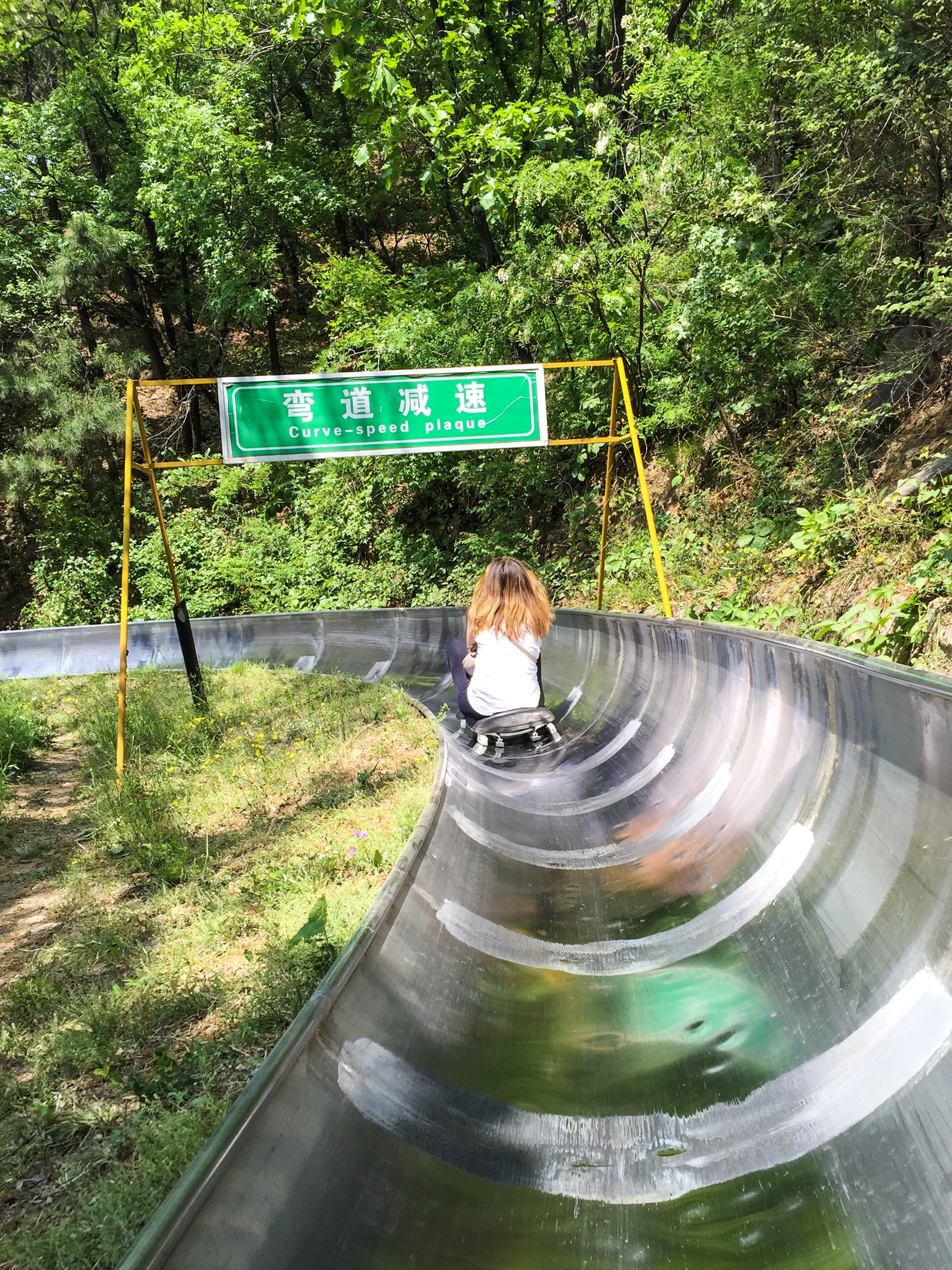 view-behind-person-slide-great-wall-china-sign